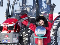 Người phụ nữ dũng cảm khám phá Nam Cực bằng... máy cày