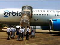 Bệnh viện bay giúp bệnh nhân khiếm thị tìm lại ánh sáng