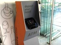 Thú vị máy ATM giao dịch bằng... cảm xúc