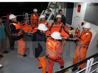 Khẩn trương đưa thuyền viên bị nạn trên vùng biển Hoàng Sa vào đất liền
