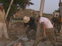 Người dân Ninh Thuận thử vận may tìm nguồn nước