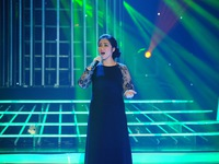 Quá giống NSND Thanh Hoa, Hòa Minzy khiến giám khảo nể phục