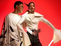 Quang Hùng, Chà Mi Next Top Model khoe dáng trong trang phục sếu đầu đỏ
