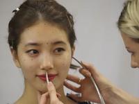 Suzy thích thú khi được hóa tượng sáp