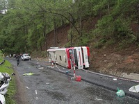 Vụ tai nạn xe khách ở Lâm Đồng: Hỗ trợ mỗi nạn nhân tử vong 10 triệu đồng