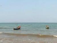 Lấy mẫu xét nghiệm vết nước đỏ tại biển Quảng Bình