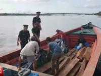 Bắt số lượng lớn gỗ quý hiếm trên biển tại Kiên Giang