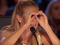 Giám khảo Americas Got Talent gây tò mò vì cử chỉ săm soi khó hiểu