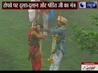 Mạo hiểm tổ chức đám cưới trên không của cặp đôi người Ấn Độ