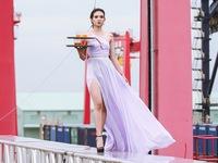 Catwalk ở độ cao 15m, 6 thí sinh hết cửa vào nhà chung Vietnams Next Top Model 2016