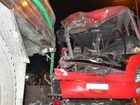 Xe khách tông vào đuôi xe bồn, 1 người chết, 9 người bị thương