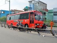 Sóc Trăng: Xe khách Phương Trang đâm trực diện xe máy, 1 người nguy kịch