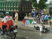 Hà Nội: Cán 1 người tử vong, tài xế xe bồn tháo chạy