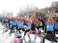 9.000 người cùng tham gia tập yoga tại Dubai