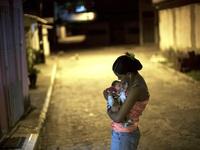 Tình yêu của người mẹ dành cho con trai nhiễm virus Zika