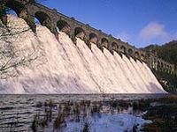 Anh: Đập chắn nước công nghệ cao ngăn nước lũ