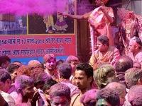 Ngắm những sắc màu rực rỡ ở lễ hội Holi, Ấn Độ