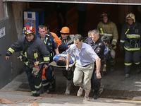 Chùm ảnh: Khẩn trương công tác cứu hộ sau vụ lật tàu điện ngầm ở Nga