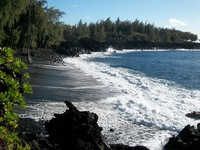 Bãi biển cát đen - Đặc sản tuyệt vời của quần đảo Hawaii