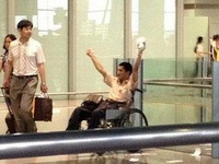 Người đi xe lăn đánh bom tự sát ở sân bay Bắc Kinh