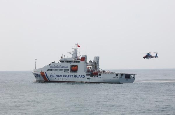 Nghiệm thu sàn đỗ máy bay trực thăng trên tàu Cảnh sát biển - Ảnh 1.