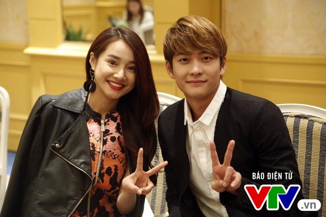 Nhã Phương - Kang Tae Oh nhắng nhít trong loạt ảnh hậu trường cực độc - Ảnh 3.