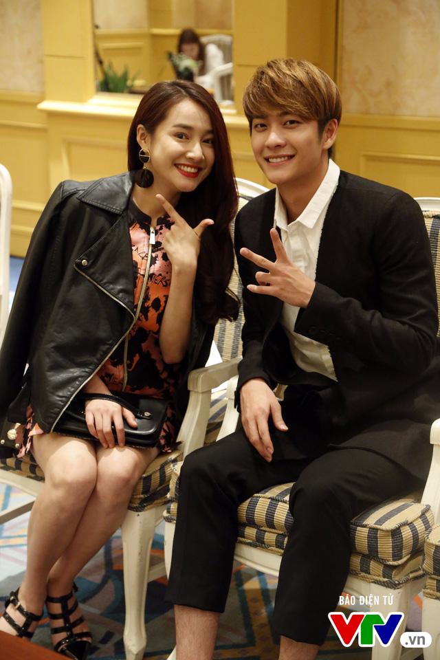 Nhã Phương - Kang Tae Oh nhắng nhít trong loạt ảnh hậu trường cực độc - Ảnh 4.