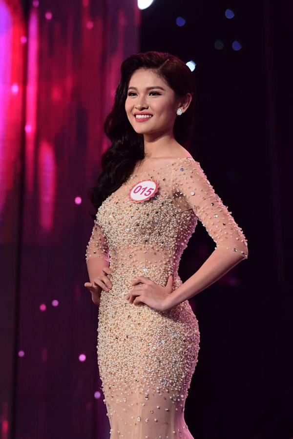 Á hậu 2 Hoa hậu Việt Nam 2016 bật mí chuyện đi thi chỉ với 3 bộ váy - Ảnh 2.