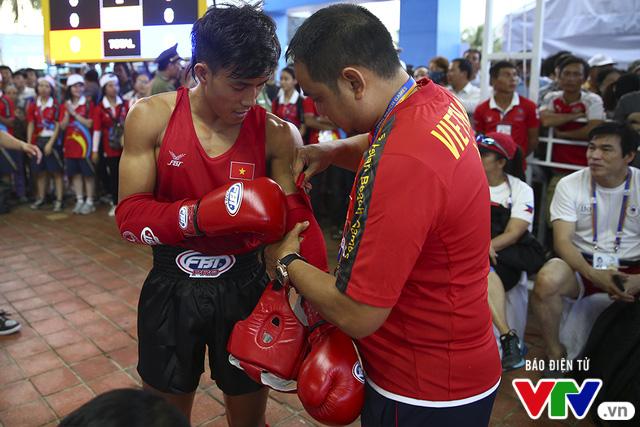 ABG 2016: Độc cô cầu bại Nguyễn Trần Duy Nhất ngạo nghễ trên sàn đấu Muay Thái - Ảnh 1.