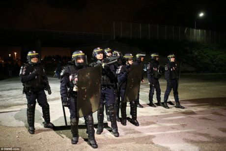 Xung đột trước giờ dỡ bỏ trại tị nạn Calais (Pháp) - Ảnh 5.