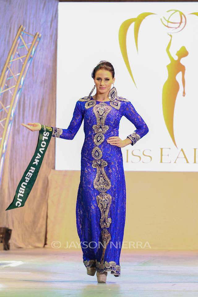 Những bộ cánh thời trang kém đẹp tại Hoa hậu Trái đất 2016 - Ảnh 1.