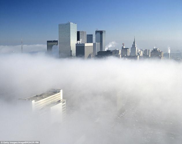 """Hình ảnh sương mù """"nuốt chửng"""" những tòa nhà chọc trời trên thế giới - Ảnh 12."""