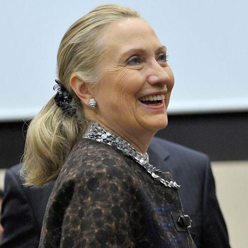 Thời trang tóc của bà Hillary Clinton thay đổi qua năm tháng - Ảnh 13.