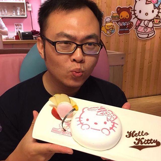 Khám phá nhà hàng Hello Kitty siêu dễ thương ở Đài Loan - Ảnh 2.