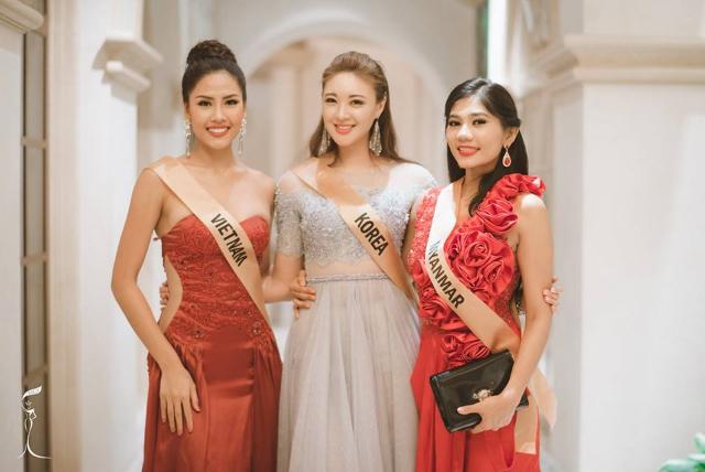 Khoe eo thon, chân dài, Nguyễn Thị Loan nổi bật giữa dàn người đẹp - Ảnh 1.