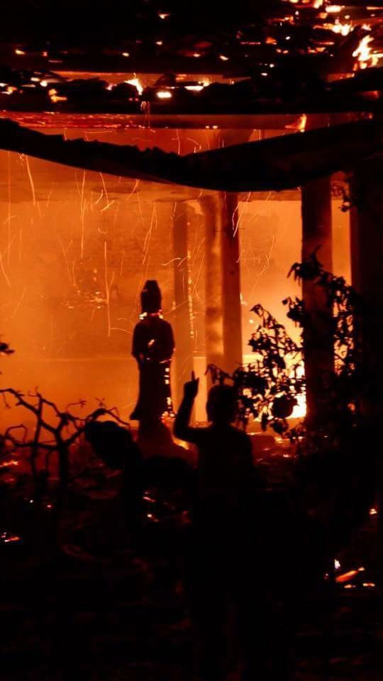 Cháy lớn tại chùa Tĩnh Lâu (Hà Nội) - Ảnh 1.