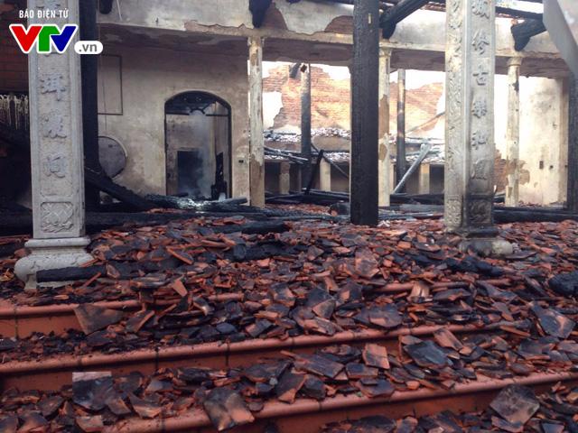 Chùa Tĩnh Lâu hoang tàn sau trận cháy lớn lúc nửa đêm - Ảnh 4.