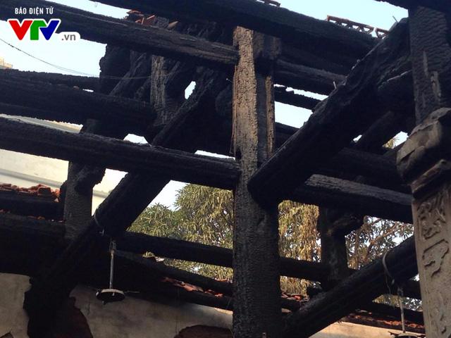 Chùa Tĩnh Lâu hoang tàn sau trận cháy lớn lúc nửa đêm - Ảnh 3.
