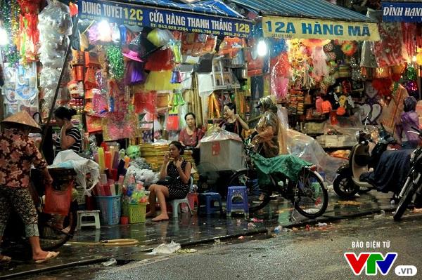 Cháy nổ rình rập các hộ kinh doanh tại phố cổ Hà Nội - Ảnh 1.