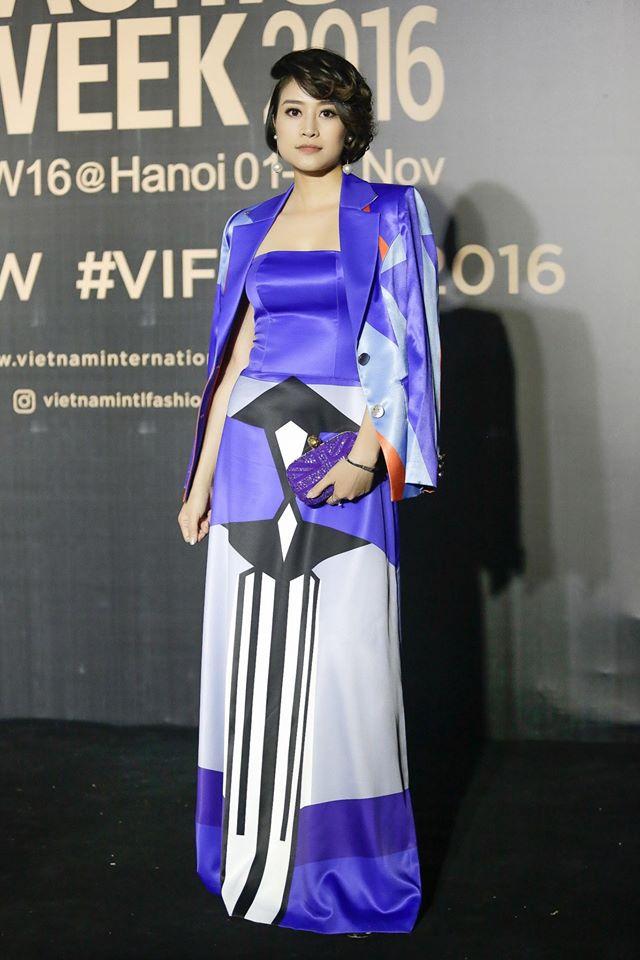 MC Phí Linh cá tính, đầy biến hóa tại Vietnam International Fashion Week - Ảnh 3.