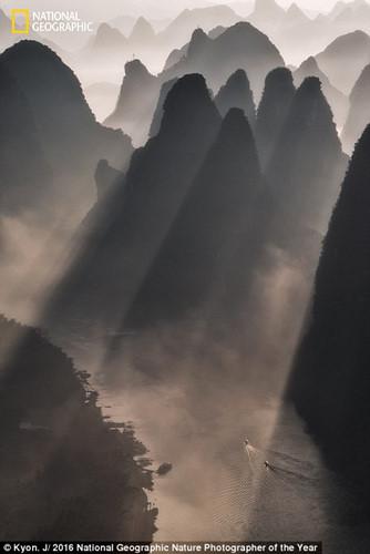 Thiên nhiên hoang dã đẹp mê hoặc trong ảnh của National Geographic - Ảnh 7.
