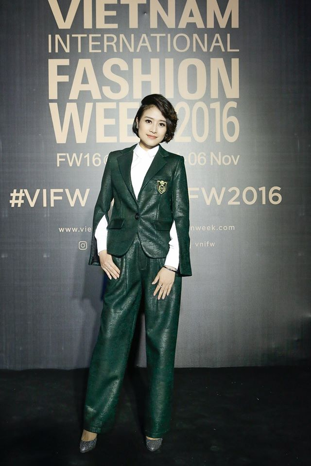 MC Phí Linh cá tính, đầy biến hóa tại Vietnam International Fashion Week - Ảnh 4.