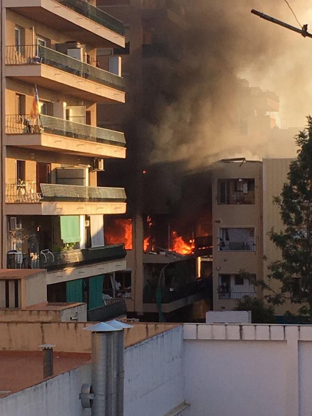 Tây Ban Nha: Nổ chung cư ở Barcelona, 16 người thương vong - Ảnh 2.