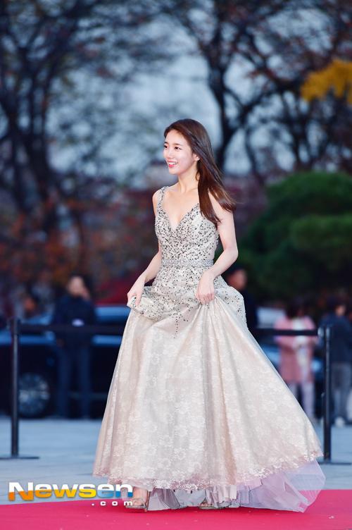 Suzy, Yoona đọ sắc với váy bồng công chúa - Ảnh 1.