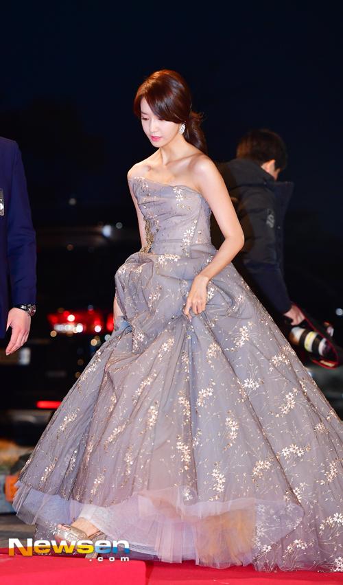 Suzy, Yoona đọ sắc với váy bồng công chúa - Ảnh 6.