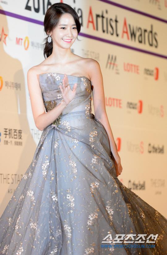 Suzy, Yoona đọ sắc với váy bồng công chúa - Ảnh 7.