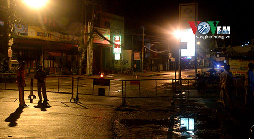 TP.HCM: Sập mố cầu Tân Kỳ Tân Quý, giao thông bị phong tỏa - Ảnh 2.