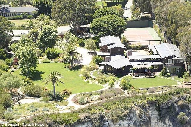 Toàn cảnh dinh thự 7 triệu USD của Julia Roberts ở Malibu - Ảnh 2.