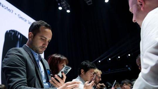 Khách mua Galaxy Note 7 có thể đổi máy hoặc nhận lại tiền - Ảnh 1.