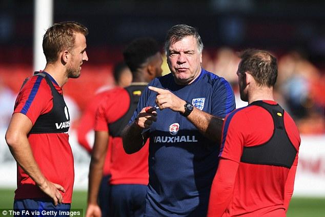 Dính bê bối với báo chí, HLV Sam Allardyce buộc phải chia tay ĐT Anh - Ảnh 2.